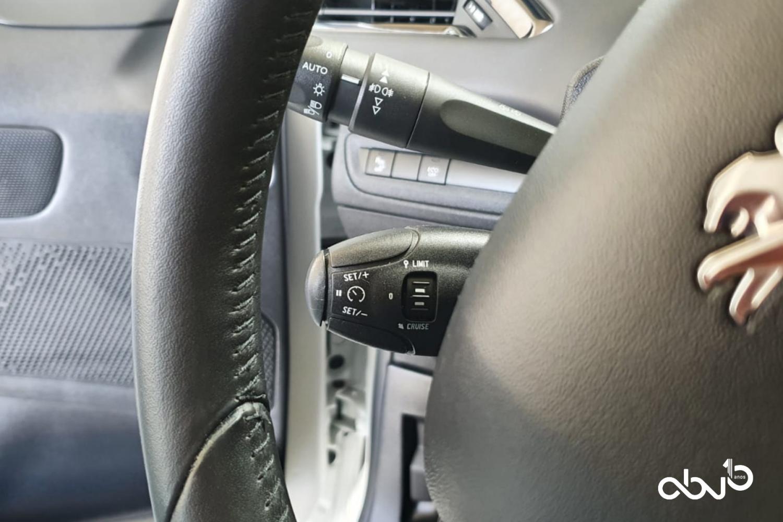 Peugeot 208  1.5 BlueHDI 100 Signature  Fátima Abreviatura